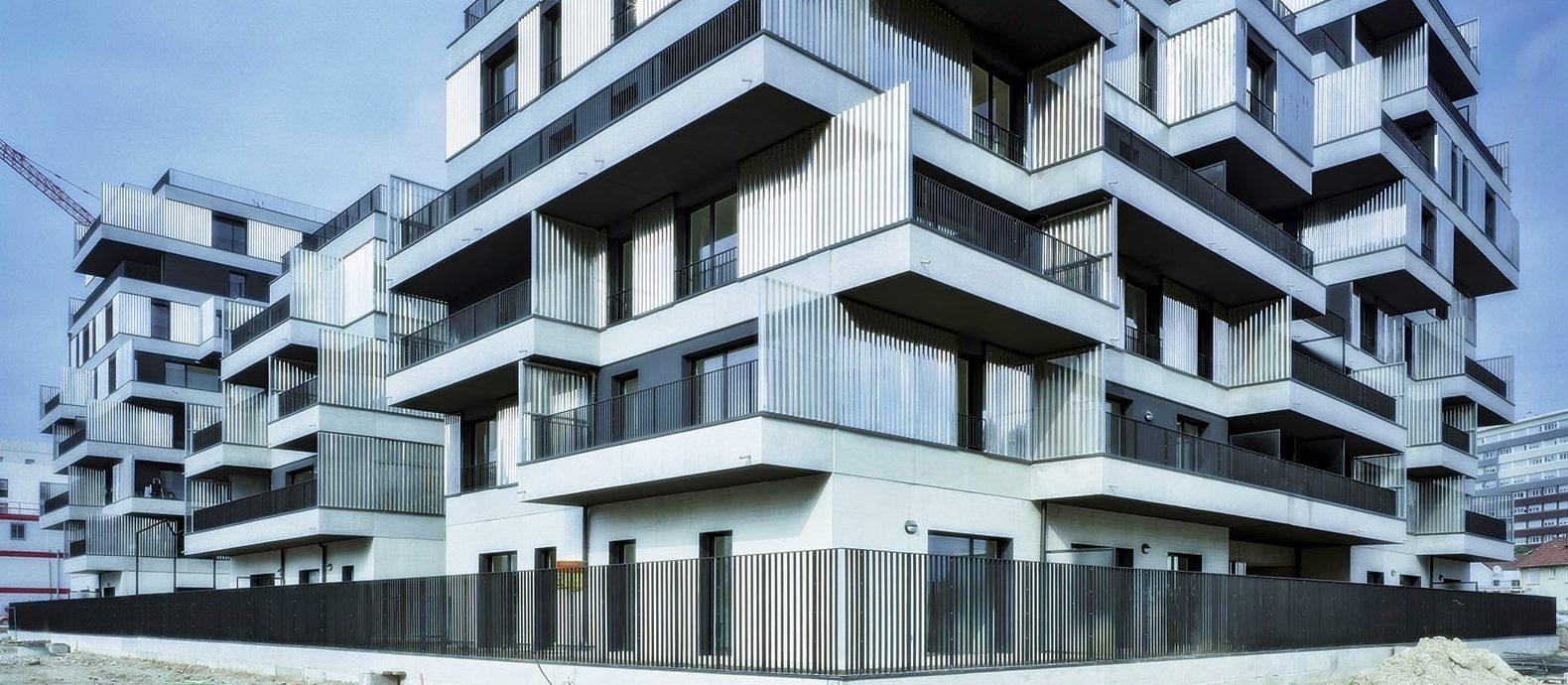использование нержавеющей стали в архитектуре